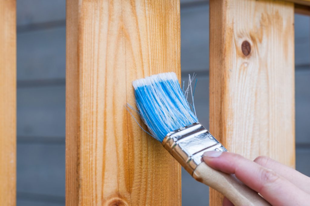 apply-blue-brush on wood